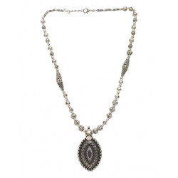Classy Traditional Pendent Necklace